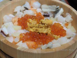 今日熱門文章:東京銀座美食,東京銀座食堂,木桶海鮮丼飯三吃超威