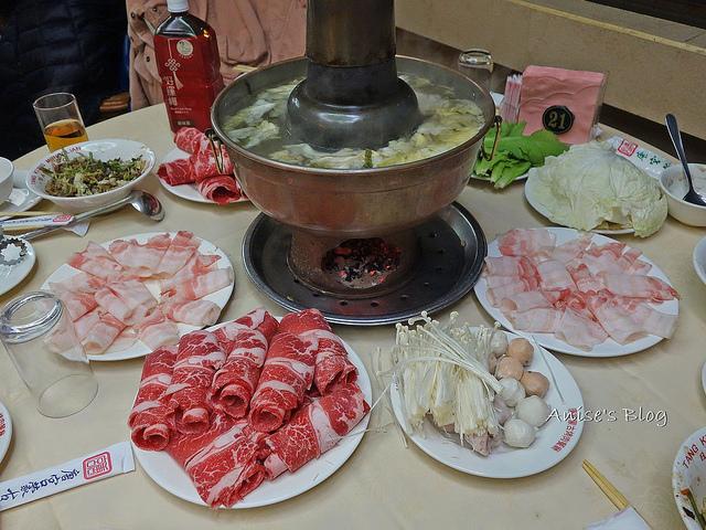 唐宮蒙古烤肉+酸菜白肉鍋吃到飽,我最愛熱呼呼的燒餅!