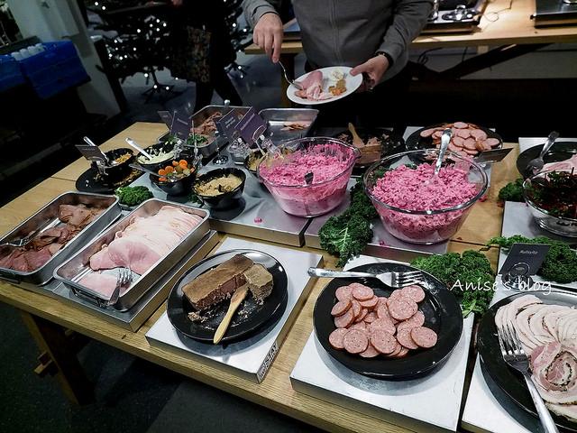 到瑞典IKEA吃道地的耶誕大餐,鯡魚好特別(其實怪怪) @愛吃鬼芸芸