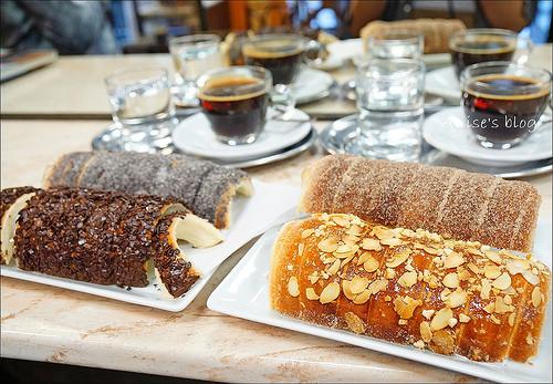 匈牙利國民美食.煙囪捲Molnar's Kurtoskalacs,肉桂口味最好吃,喔伊西! @愛吃鬼芸芸