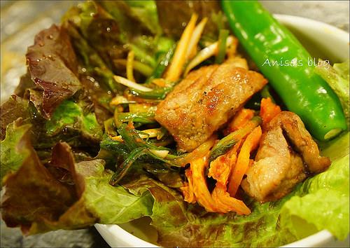 首爾美食.新村食堂(明洞店),平價韓國燒肉、地理位置方便 @愛吃鬼芸芸