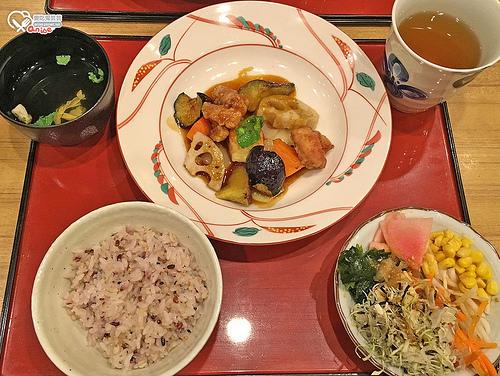 東京池袋.さんるーむ,黑醋雞肉好好吃+野菜吃到飽 @愛吃鬼芸芸