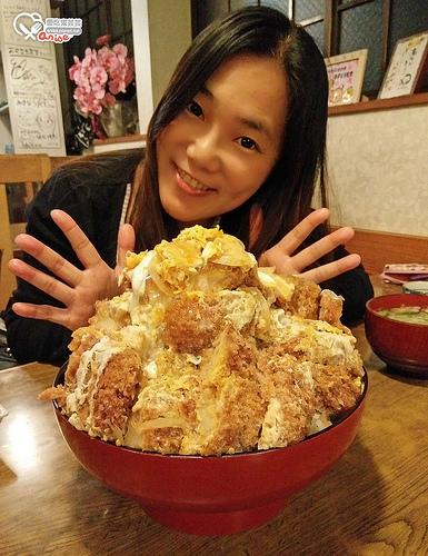 福島縣白河市.あすなろ食堂,5倍超巨大豬排丼、蛋包飯,不只是大,還超級好吃! @愛吃鬼芸芸