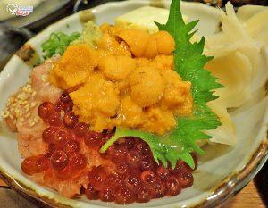 今日熱門文章:小六食堂.整顆的北海道海膽現挖海膽丼超爽!