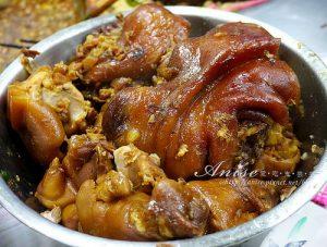 今日熱門文章:三重美食.五燈獎豬腳魯肉飯,口味偏甜豬腳QQ適合愛甜口味的朋友