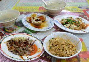 今日熱門文章:頭城礁溪美食.頂埔阿嬤蔥油餅、麻醬麵蛤蜊湯、玉田香腸