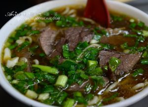 今日熱門文章:劉山東小吃店,紅燒牛肉泡餅比清燉牛肉麵更吸引我!