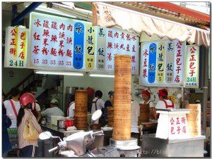 今日熱門文章:98.07.21 花蓮美食 –公正街包子 + 五霸焦糖包心粉圓  + 朱媽媽傳統美食