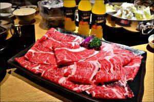今日熱門文章:宜蘭美食.六號糧倉小滿鍋物,16盎司雙拼大肉盤,小火鍋、涮涮鍋(姐姐食記)