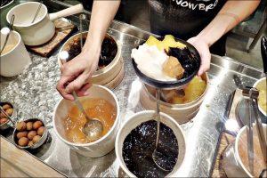 今日熱門文章:大安站冰品美食.雪人兄弟-刨冰專門 Snow Bro,剉冰、雪花冰、八寶冰(姊姊食記)