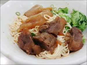 今日熱門文章:東區美食.不一樣乾麵,延吉街人氣小吃,牛肉乾拌麵香辣過癮!