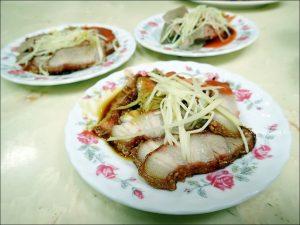 今日熱門文章:萬華美食.老艋舺鹹粥店,紅燒肉、米粉湯、黑白切小吃(姊姊食記)