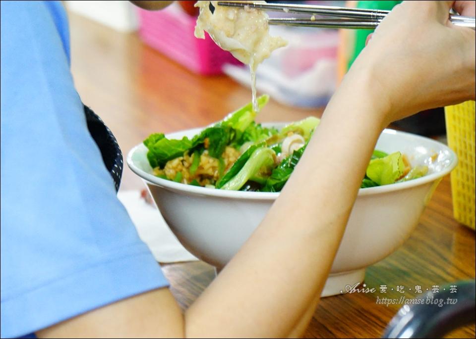 水源市場.陳師傅全麥麵食專賣店,蔬菜超多、水餃超大顆愛珠以!