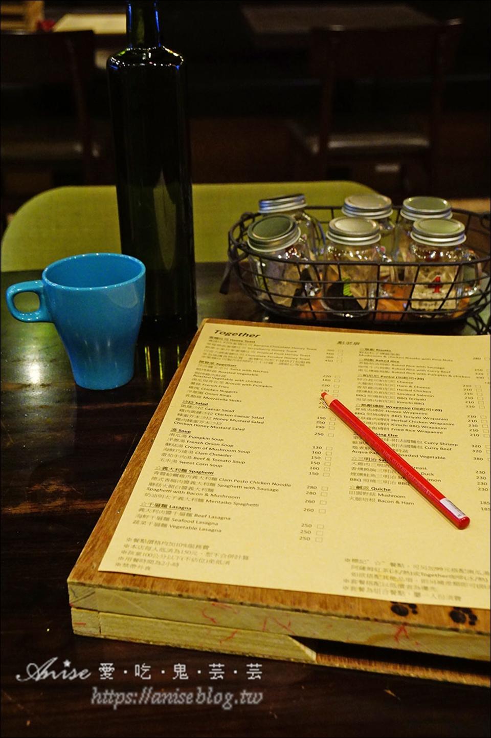 永康街咖啡Together CAFE,巷弄內寧靜美好的小店,週末有害羞狗狗坐鎮喔!