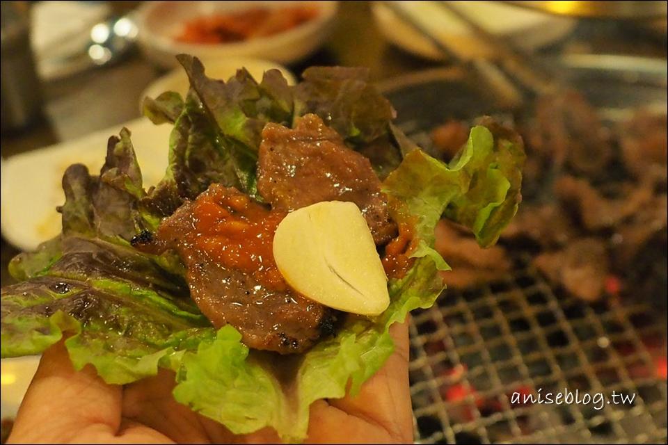 首爾美食.弘大胖胖豬燒肉,在地人推薦的好味道!