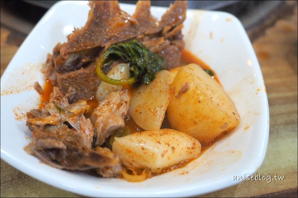 弘大美食 | 馬鈴薯排骨湯24小時營業,暖呼呼吃了好舒服!