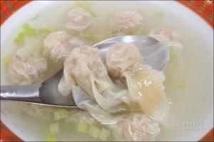 今日熱門文章:捷運龍山寺美食 | 好味老店珍珠餛飩皮薄肉鮮、古早味元祖胡椒餅