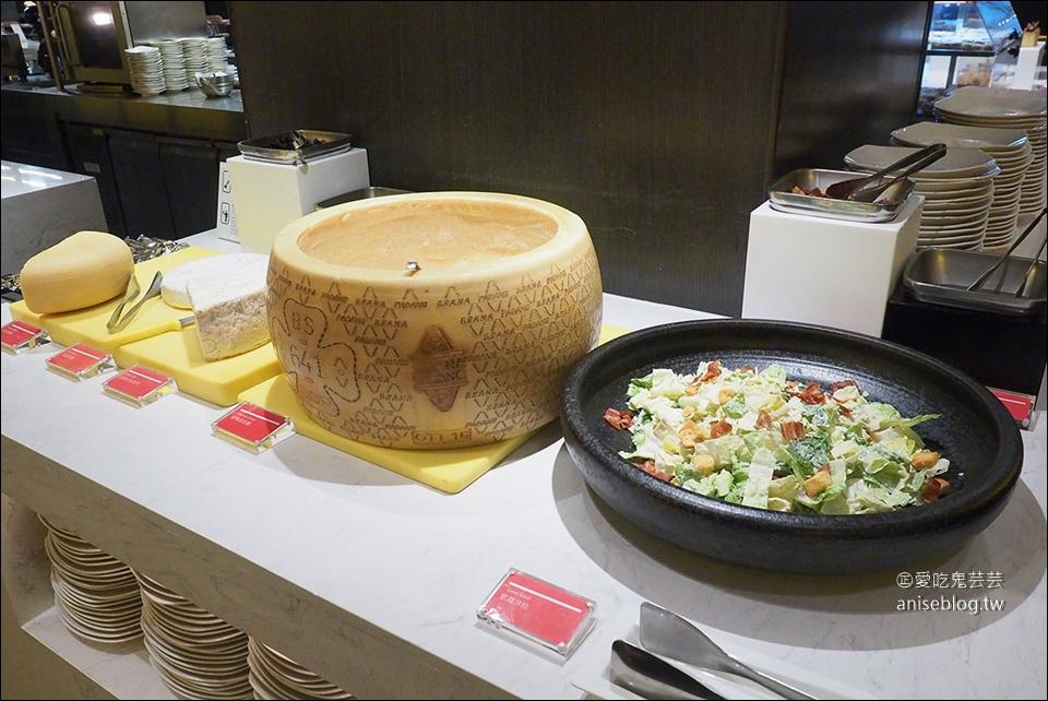 探索廚房 | 台北寒舍艾美酒店,安格斯黑牛肋眼牛排、九孔鮑人參雞、爐烤牛舌、鱘龍魚、炙燒握壽司吃到飽