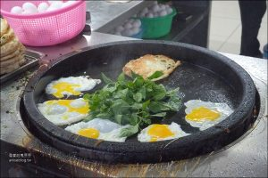 今日熱門文章:台東小吃 | 我最愛的黃記蔥油餅,九層塔加好加滿