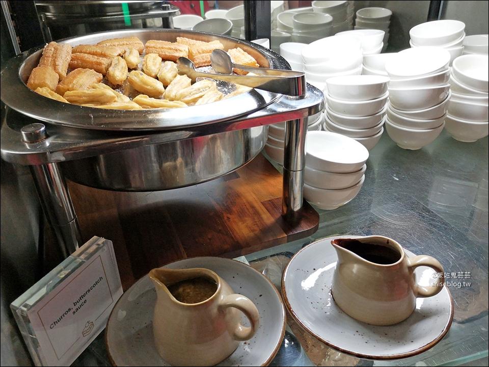 雪梨塔旋轉餐廳自助餐,澳洲生蠔吃到飽!