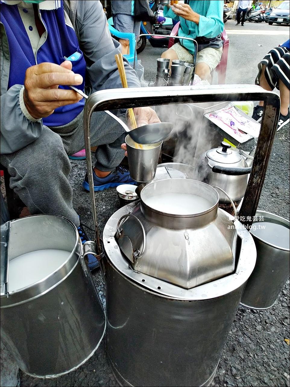 碳燒杏仁茶老店,嘉義南門圓環旁的傳統早餐好滋味,嘉義美食(姊姊食記)