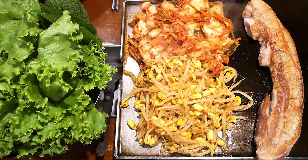 再訪菜豚屋,品質超好的生菜包烤肉就是讚,芝麻葉可續! @愛吃鬼芸芸