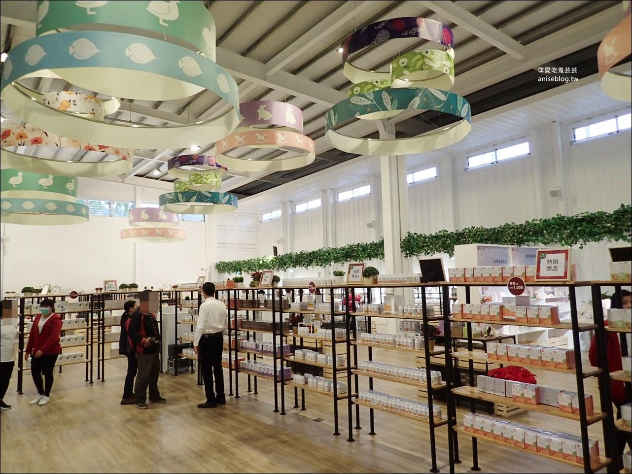 龍潭湖畔悠活園區Herbelle,白色貨櫃屋IG熱門打卡點,宜蘭新室內旅遊景點(姊姊遊記)