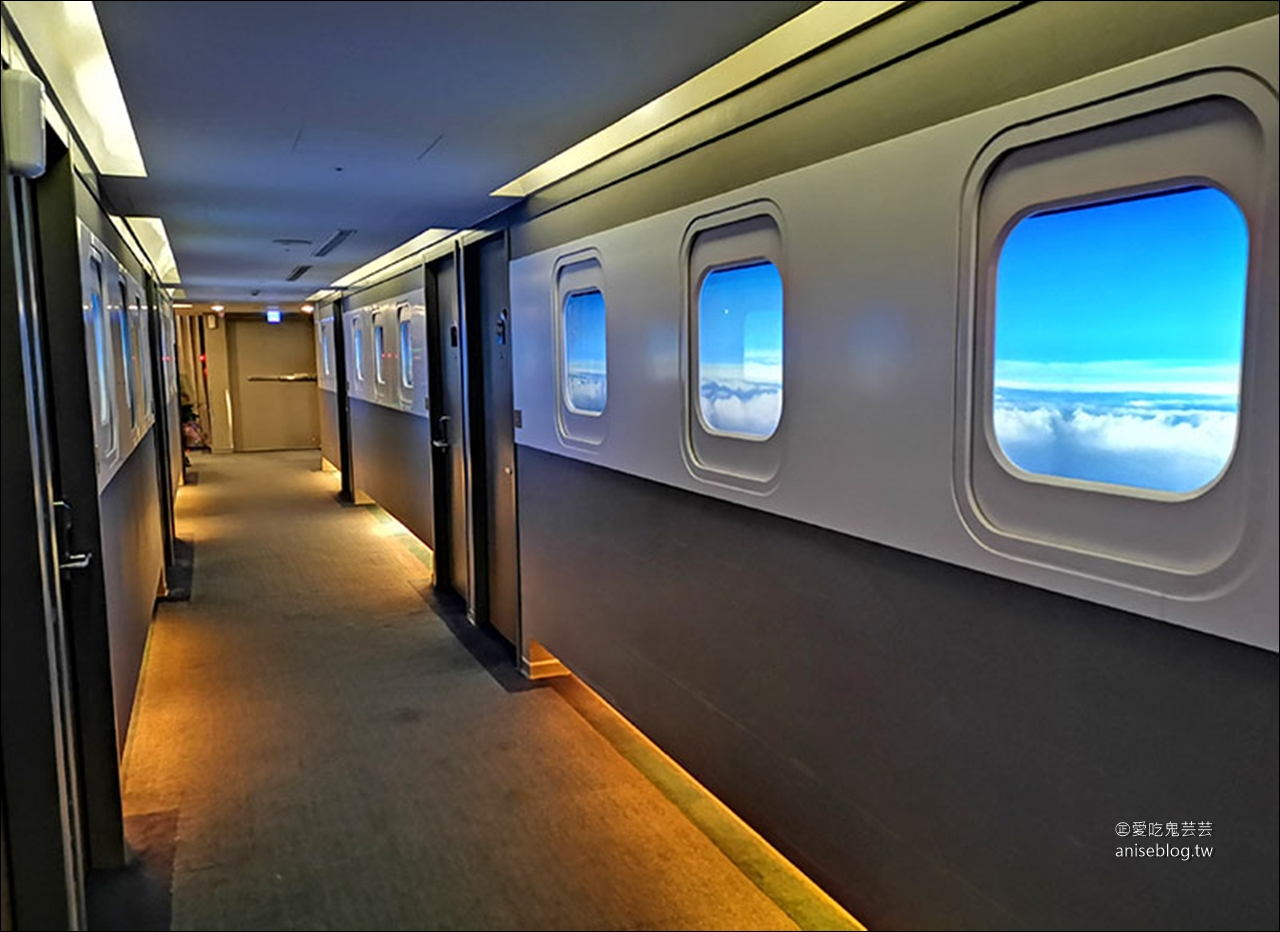 西門町住宿推薦 | 西門航棧商旅,飛機主題平價飯店,請和機長或空姐check in喔!