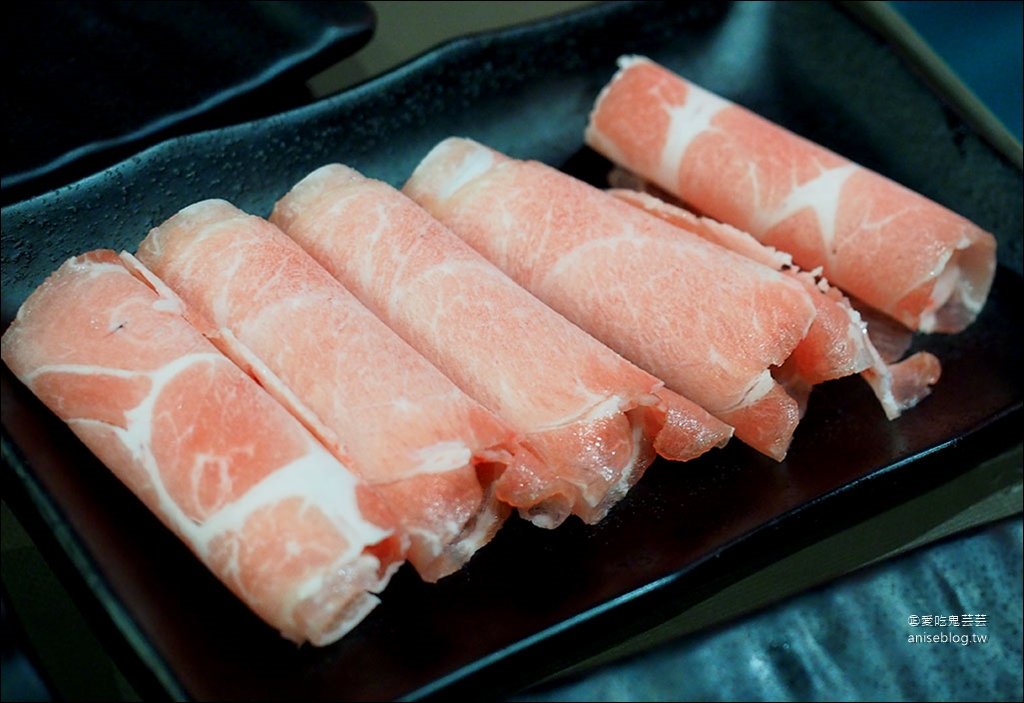 滿堂紅麻辣鍋bellavita店,晚餐澳洲和牛、現流魚片吃到飽!