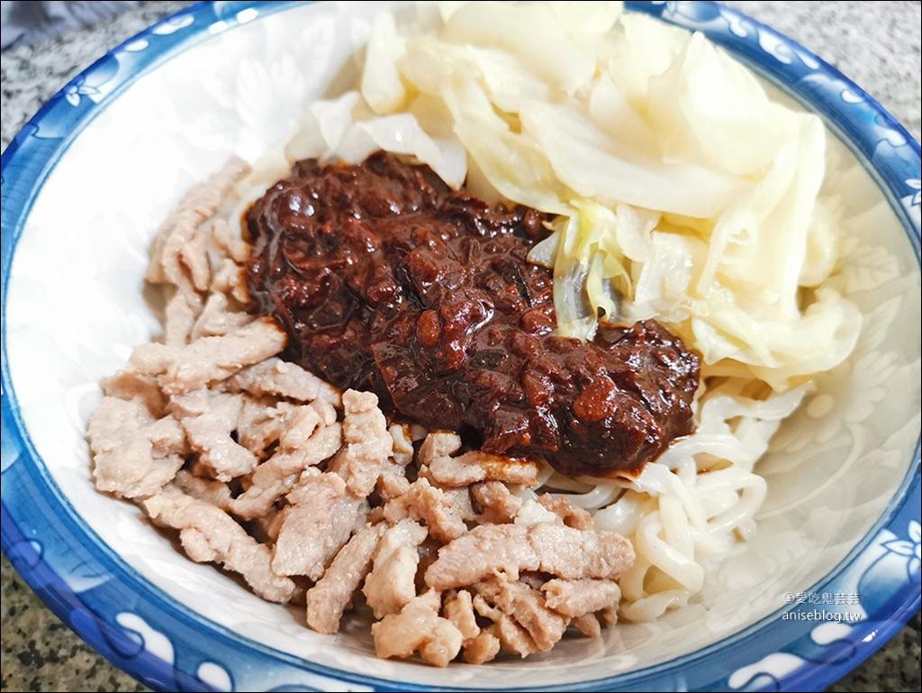 微笑老蕭拉麵,現淋三大匙滾燙油的蔥油肉絲拉麵是招牌