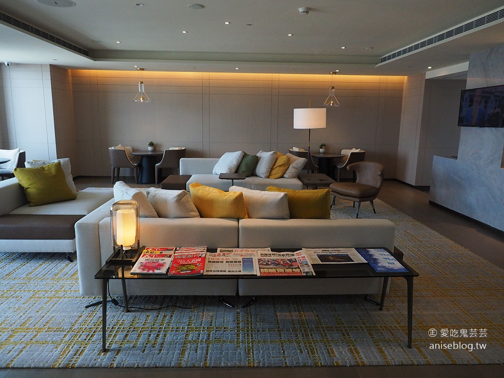 台北新板希爾頓酒店行政酒廊 Lounge Bar,住客享有happy hour、早餐,絕美高樓層景觀