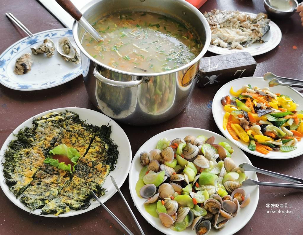 嘉義東石親子景點 | 向禾休閒漁場,在海盜村撈海菜、划船、摸蛤、烤蚵、烤魚、吃海鮮 😍