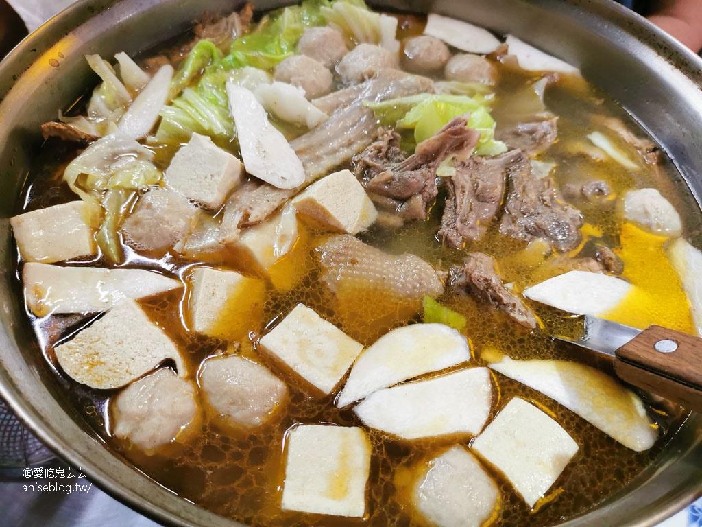 嘉誠薑母鴨,湯頭清爽不油膩、不加中藥材,炒下水、鵝肉丸必點!