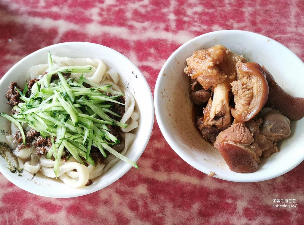 王家刀切麵@信維市場,超大份量麵食,最推豬腳麵(要加辣喔)