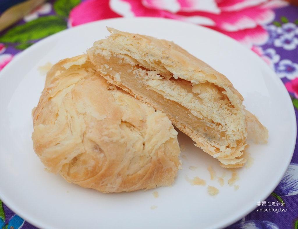嘉味軒太陽餅(淇淇太陽餅),皮酥脆厚實、內餡充滿奶香,難怪被偷吃讓官員跳腳