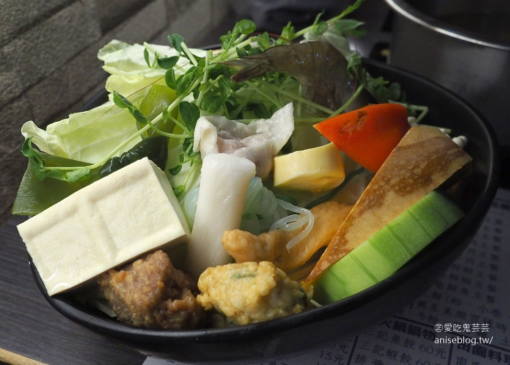 陞豪火鍋,基隆港旁CP值超高海鮮火鍋,附餐有吻仔魚干貝小魚飯!😍