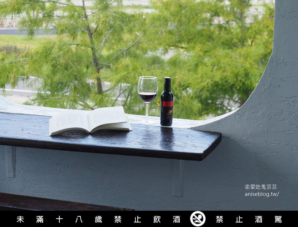 yellow tail 187小袋鼠葡萄酒,果香濃郁、順口甜美,方便攜帶的迷你紅酒。我的 187 小袋鼠😍