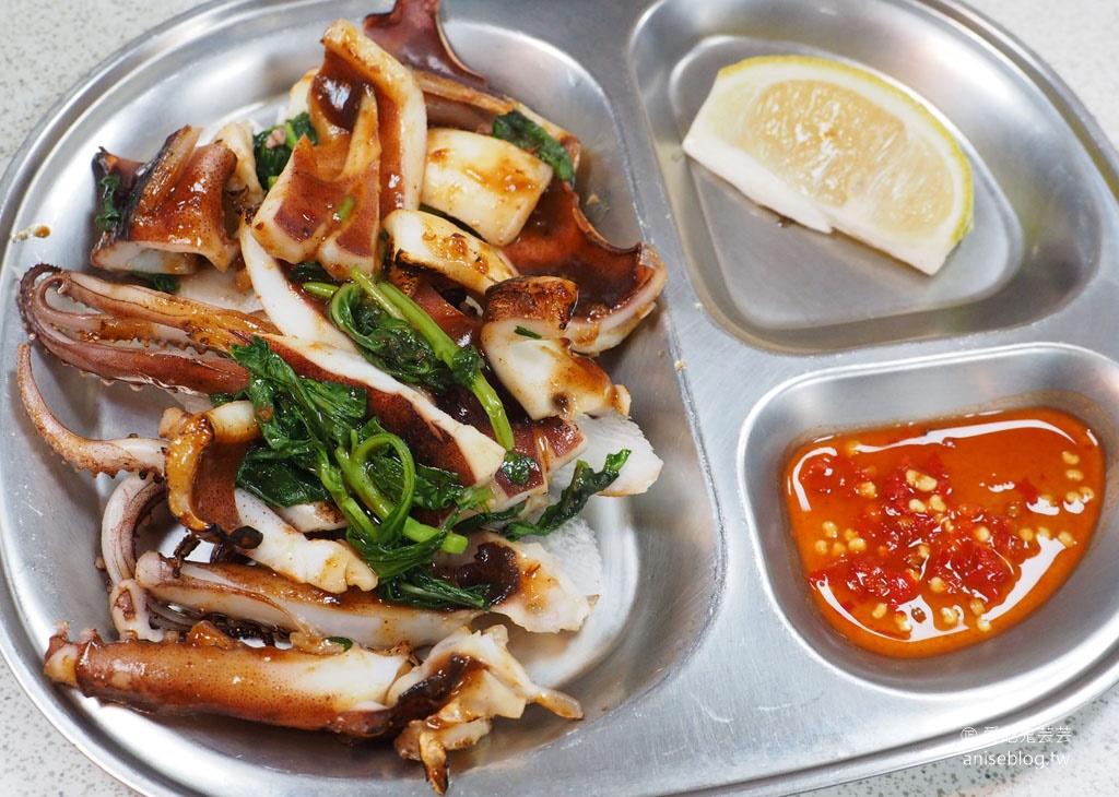 寧夏夜市千歲宴,一口氣20幾種知名小吃專人服務端上桌 (有冷氣、洗手間),三倍券、多元行動支付有優惠!