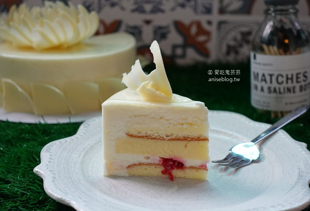 亞尼克母親節蛋糕預購優惠中,冰雪女王、陽光馬德里、紅心芭樂綠檸檬生乳捲😋