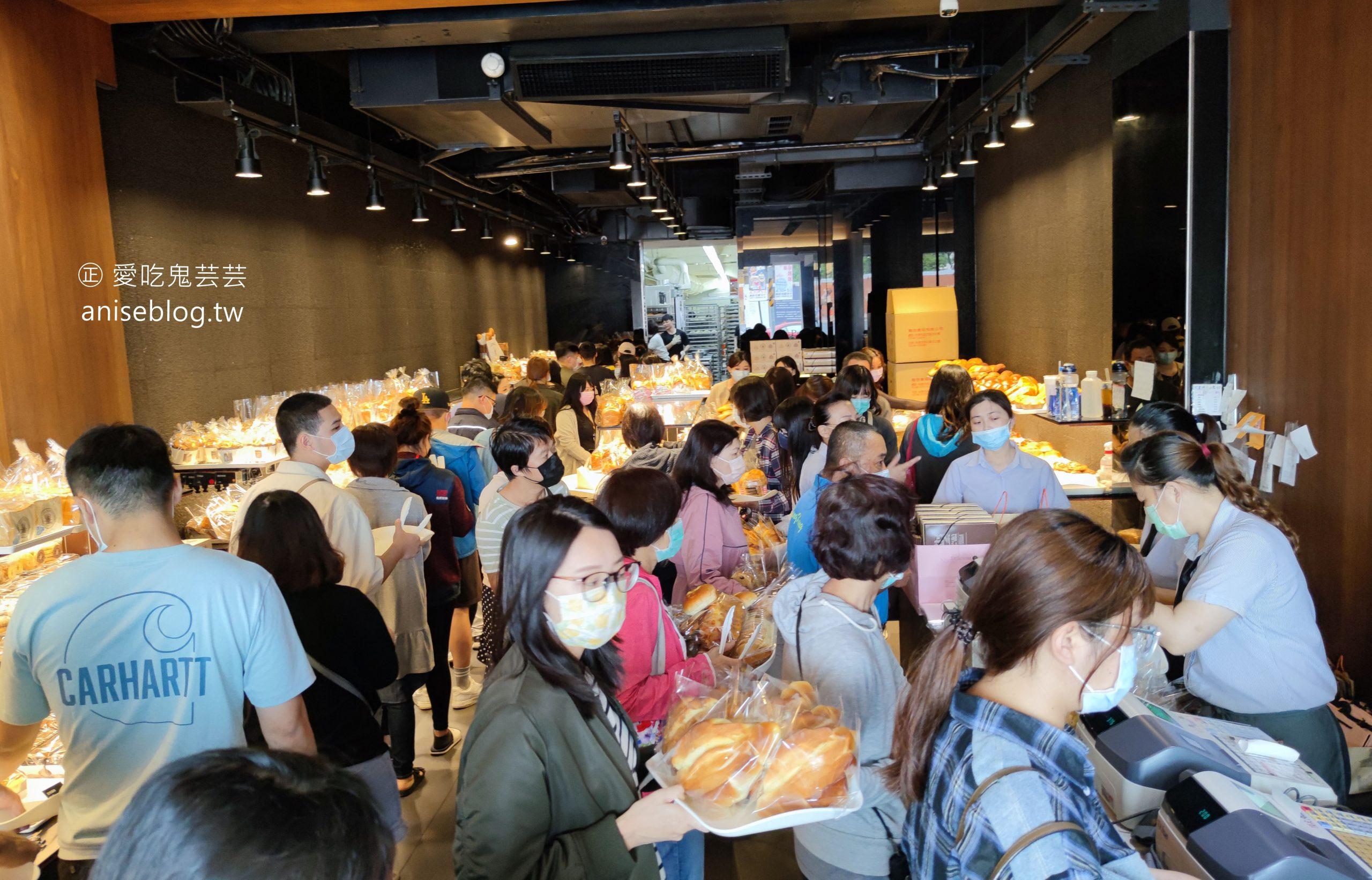 網站近期文章:台南奇蹟葡吉麵包店永遠人山人海,羅宋、奶露是招牌