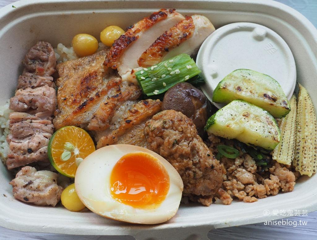 鳥哲招牌燒鳥便當每日限定20個+不知道會吃到什麼的「盲盒餐食」,打開會是…..?